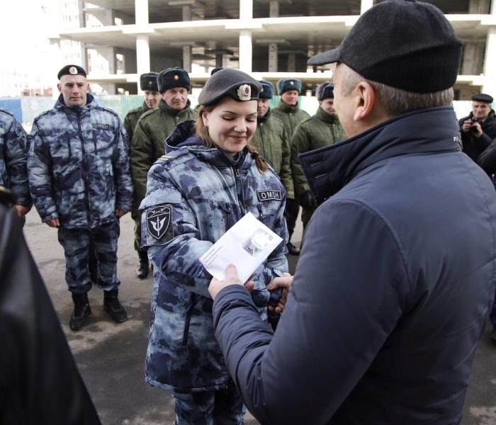 Сто пятьдесят три сотрудника Росгвардии поТюменской области получили ключи отновых квартир